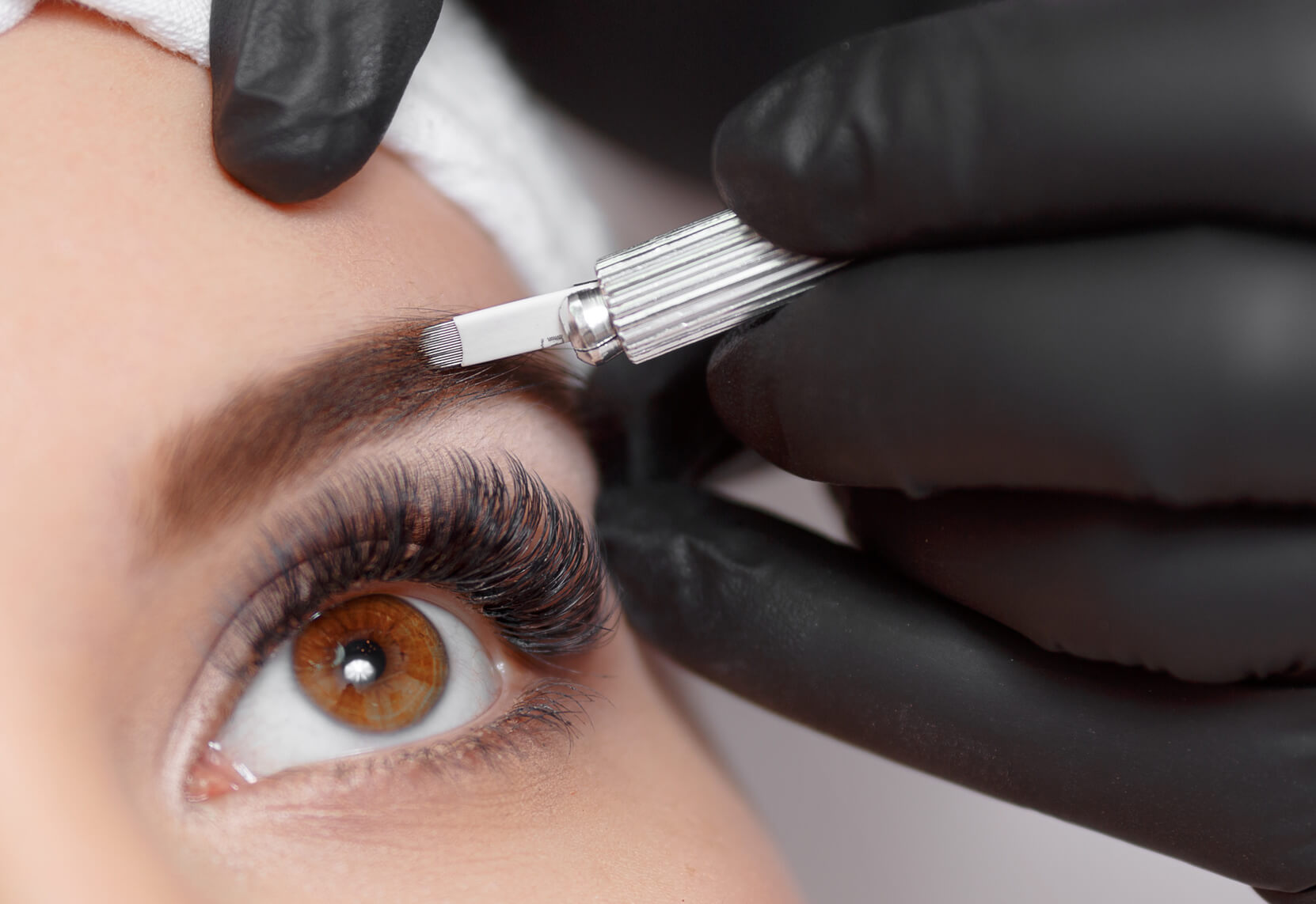 Microblading & Permanent Make-Up-Behandlung